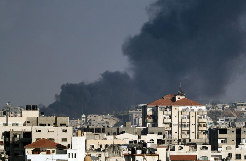 Rauch steigt nach israelischen Raketenangriffen über Gaza auf. Foto: AFP