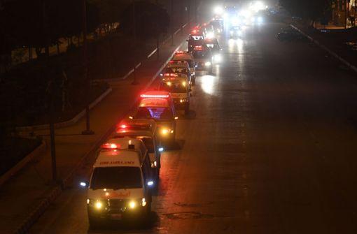 Fast 30 Tote bei Kollision zwischen Bus und Tanklaster