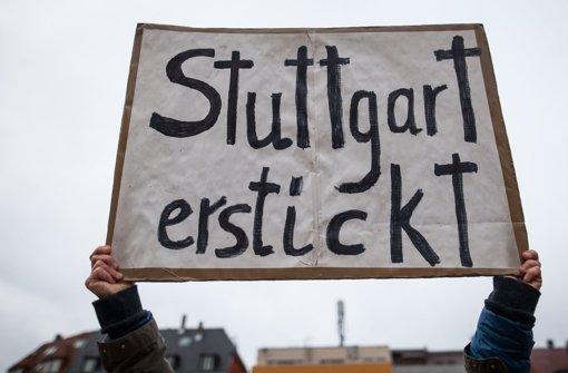 Demonstration gegen den Feinstaub auf dem Marienplatz in Stuttgart. Foto: dpa