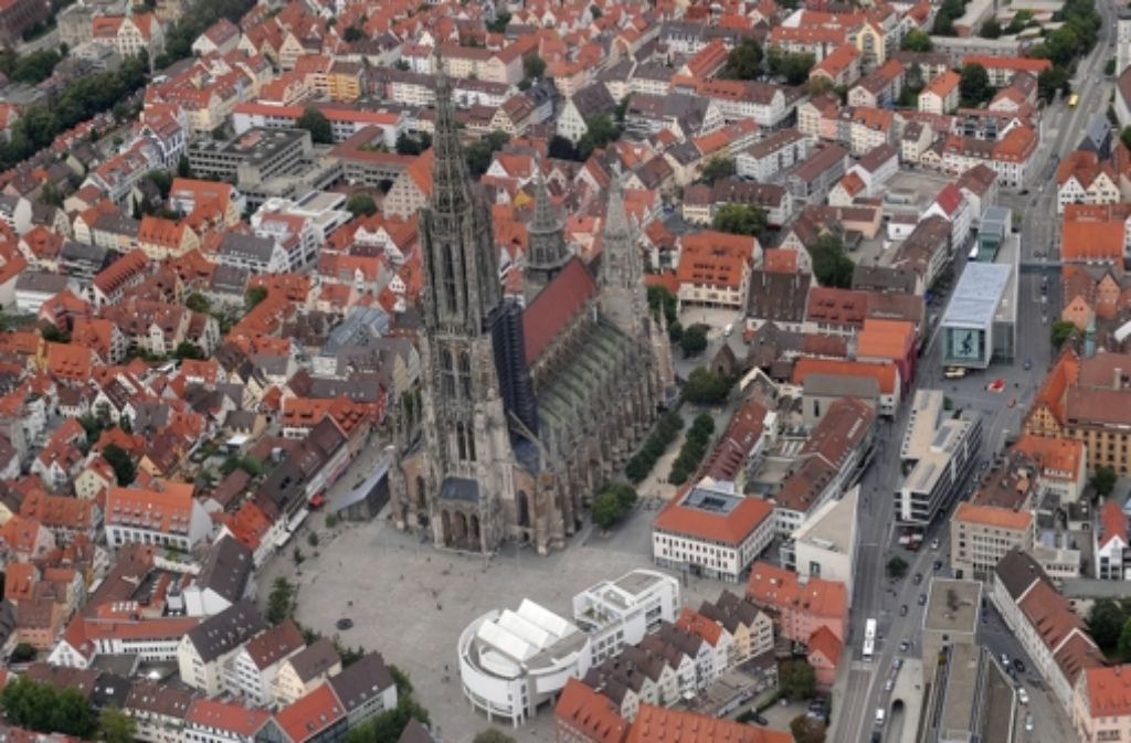 Das Ulmer Münster ist weltbekannt – wir suchen aber einen Fluss, der in der Stadt seinen Lauf vollendet. Foto: dpa