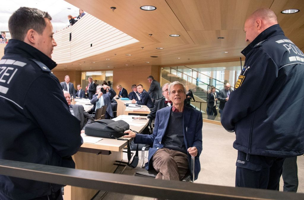 Der fraktionslose Abgeordnete Wolfgang Gedeon (AfD, Mitte) verließ Mitte Dezember erst auf Druck der Polizei den Plenarsaal. Foto: dpa