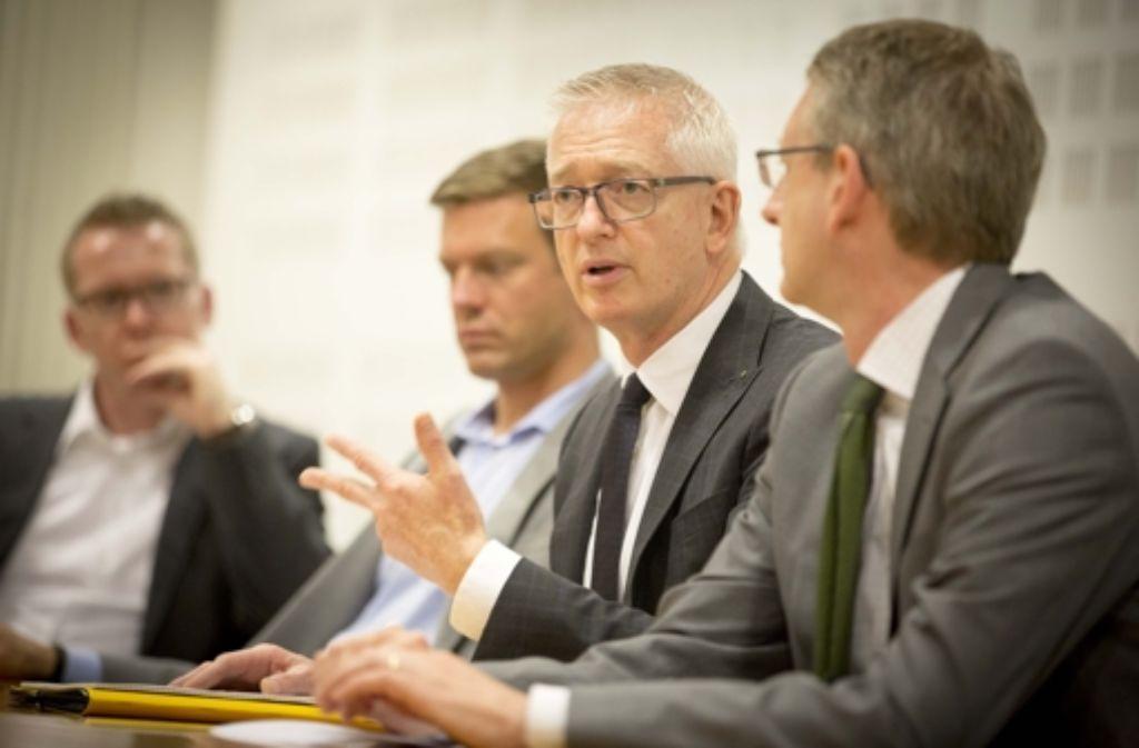 Willy Oergel beschreibt die Expansionspläne von Breuninger. Die Bildergalerie gibt einen Überblick zur Entwicklung des Unternehmens. Foto: Lichtgut/Piechowski