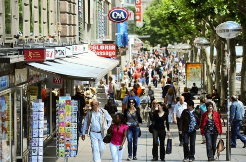 In der Stuttgarter Königstraße müssen Einzelhändler im Schnitt monatlich 330 Euro pro Quadratmeter berappen. Foto: dpa