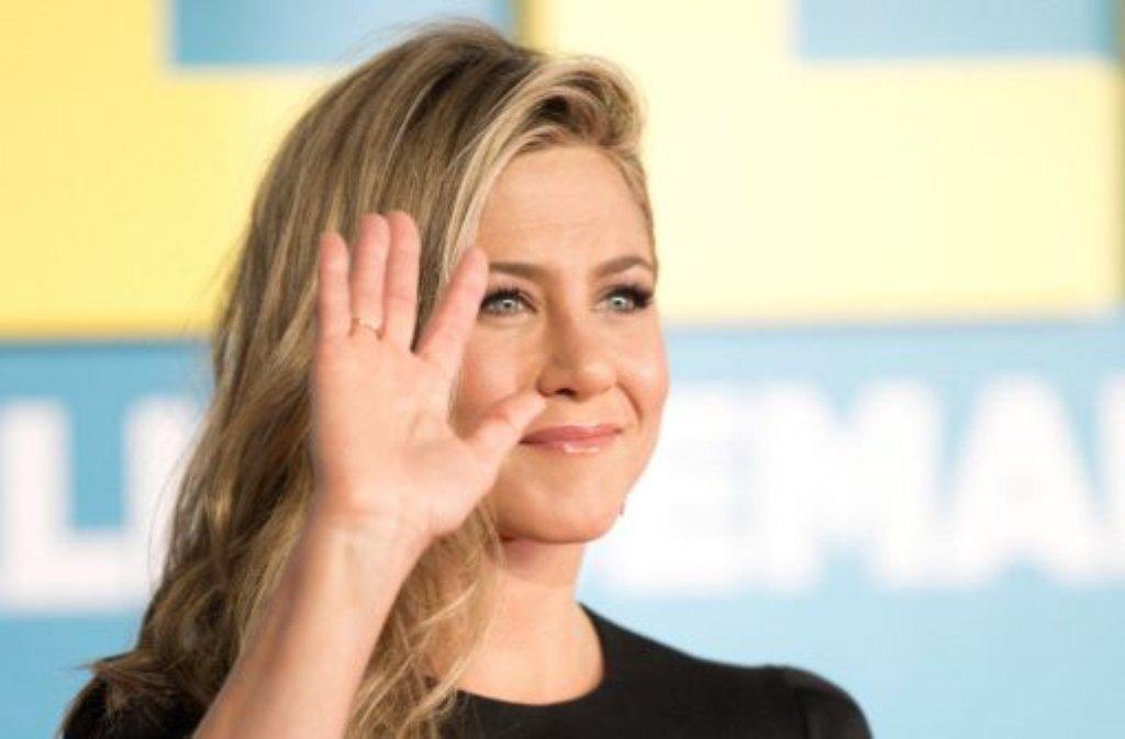 Jennifer Aniston wird einen Oscar übergeben, ... Foto: dpa