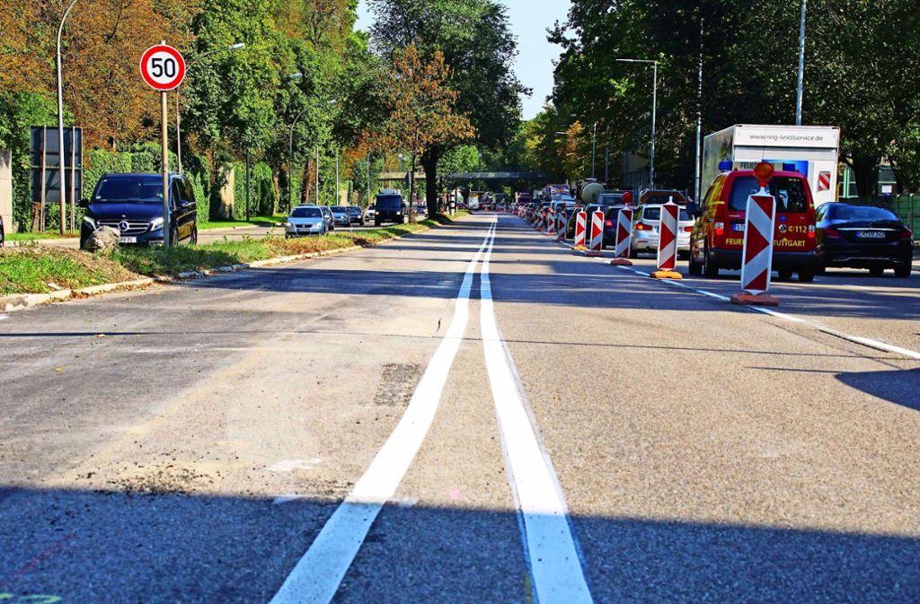 Auf der Cannstatter Straße ist für die Schnellbusse auf der Stadtauswärts-Fahrbahn eine eigene Spur eingerichtet worden. Foto: Andreas Rosar Fotoagentur-Stuttg
