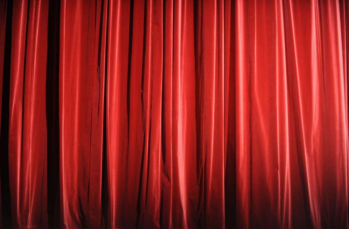 Auch für die Bühnenkünstler der freien Szene darf in der Coronapandemie der Vorhang nicht aufgehen. Außer der eigenen Existenz sehen sie die Vermittlung von gesellschaftlichen Werten bedroht. Foto: dpa/Marcus Brandt
