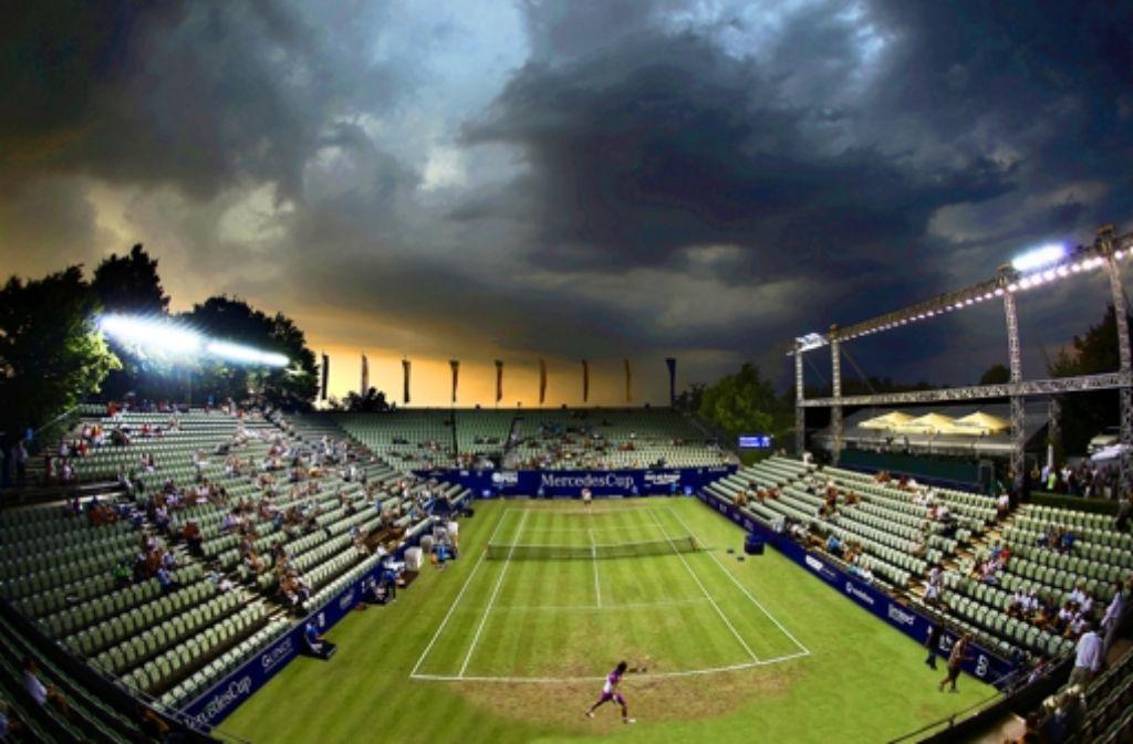 Klein-Wimbledon auf dem Killesberg: erhält der Stuttgarter Veranstalter den ATP-Zuschlag, könnte es beim Weissenhof-Turnier künftig so aussehen. Foto: Baumann, Montage: Schlösser