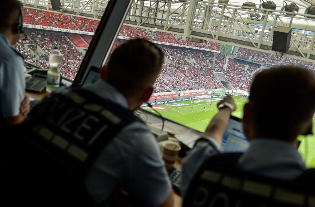 Bei Heimspielen des VfB Stuttgart ist die Polizei regelmäßig im Einsatz. Foto: Lichtgut/Max Kovalenko