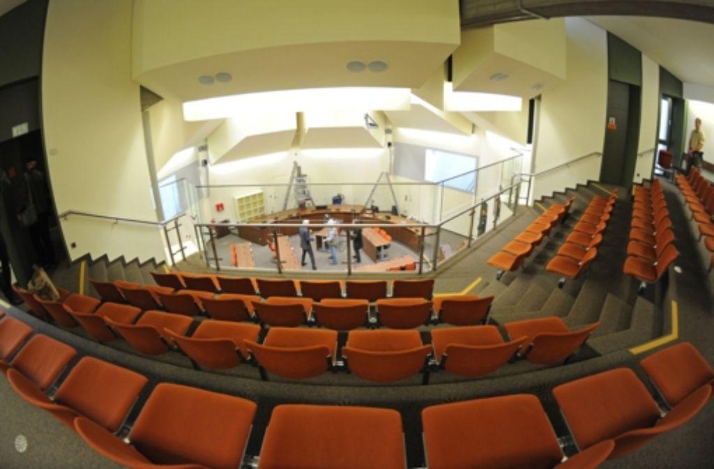 Blick in den Gerichtssaal, in dem seit Monaten der NSU-Prozess verhandelt wird. Foto: dpa
