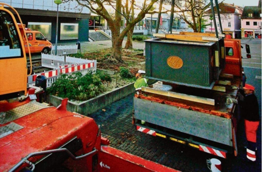 Der Brunnen wird eingelagert, er soll wieder auf den Reithausplatz zurück. Foto: factum/Bach