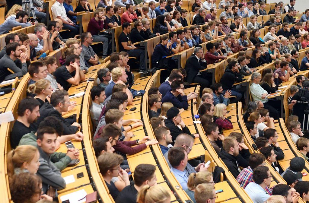 Nach wie vor streben viele junge Leute ein Studium in Stuttgart an. Foto: dpa/Uli Deck