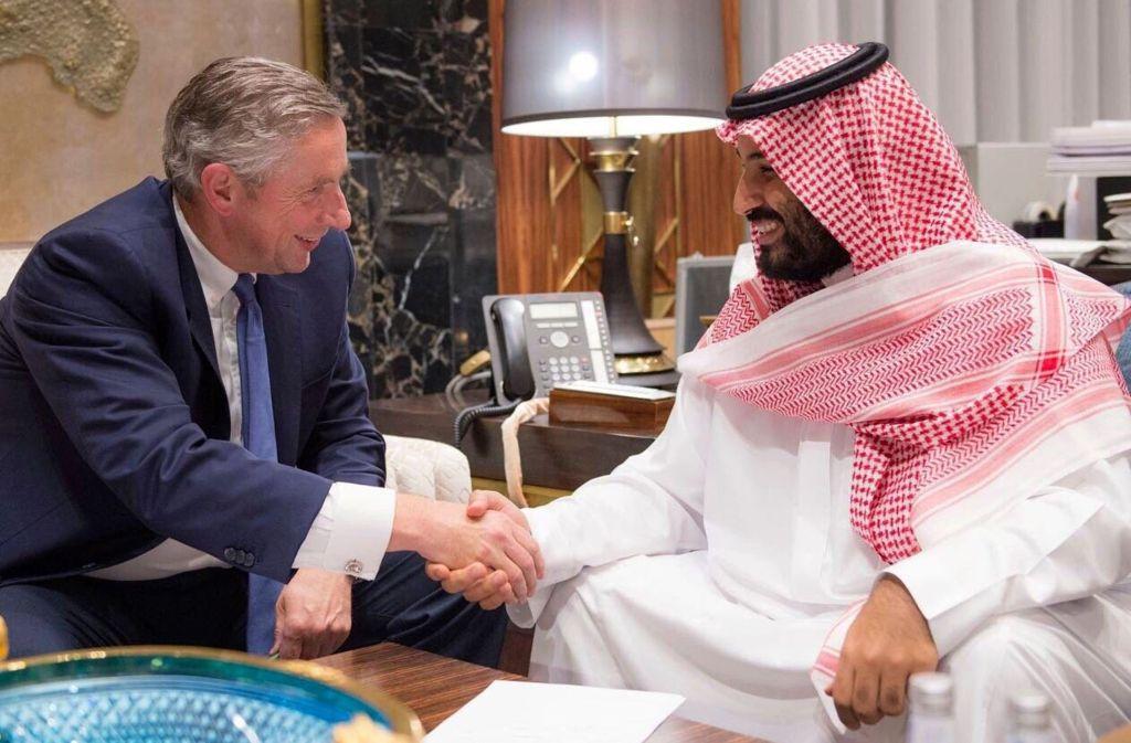 Der frühere Siemens-Chef Klaus Kleinfeld und der saudi-arabische Kronpirnz Mohammed bin Salman planen gemeinsam eine Megacity am Roten Meer. Foto: AFP