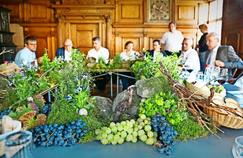 Im Alten Rathaus wird Wein getrunken und Klartext geredet. Foto: Horst Rudel