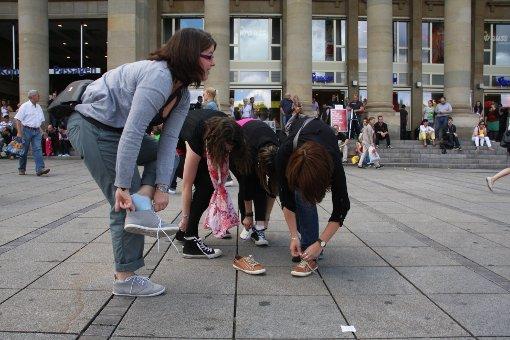 Kleiner Schuh-Flashmob in der Stuttgarter City