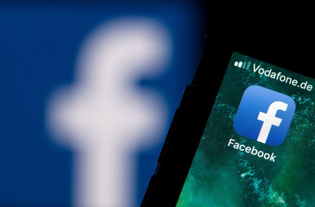 Auch Personen, die sich bei Facebook hinter Pseudonymen versteckt hatten, konnte die Polizei ermitteln. (Symbolbild) Foto: dpa
