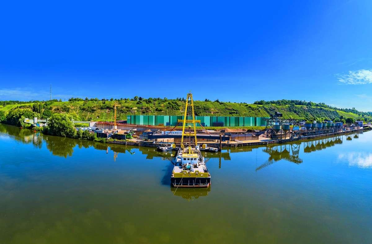 Der Neckar (hier bei Benningen) hat wegen der hohen Schadstoffbelastung schon lange keine gute Badequalität mehr. Foto: KS-Images.de / Karsten Schmalz