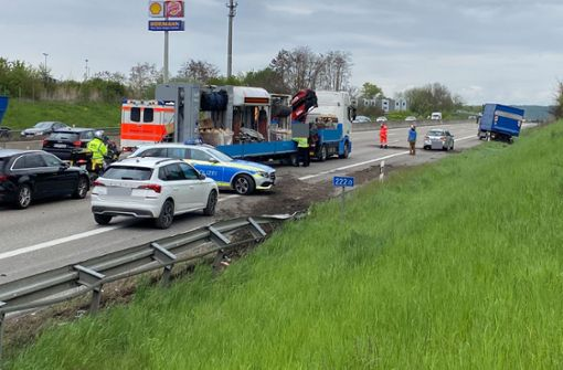 Autobahn in Richtung Stuttgart nach Unfall  kurzzeitig voll gesperrt