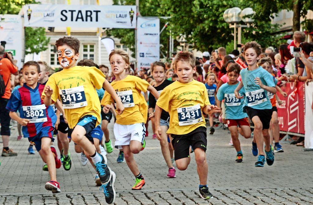 Die Bambini geben alles beim Ludwigsburger Citylauf. Foto: factum/Bach
