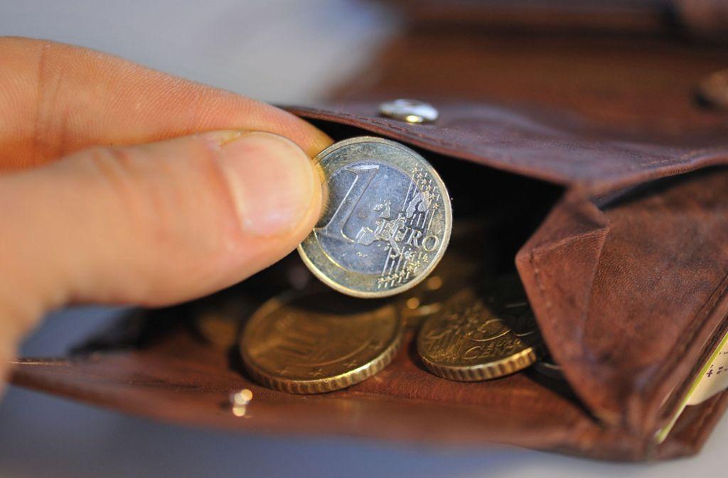 Der Unbekannte hatte sein Opfer um Wechselgeld gebeten, bevor es zu dem Gerangel kam (Symbolbild). Foto: dpa