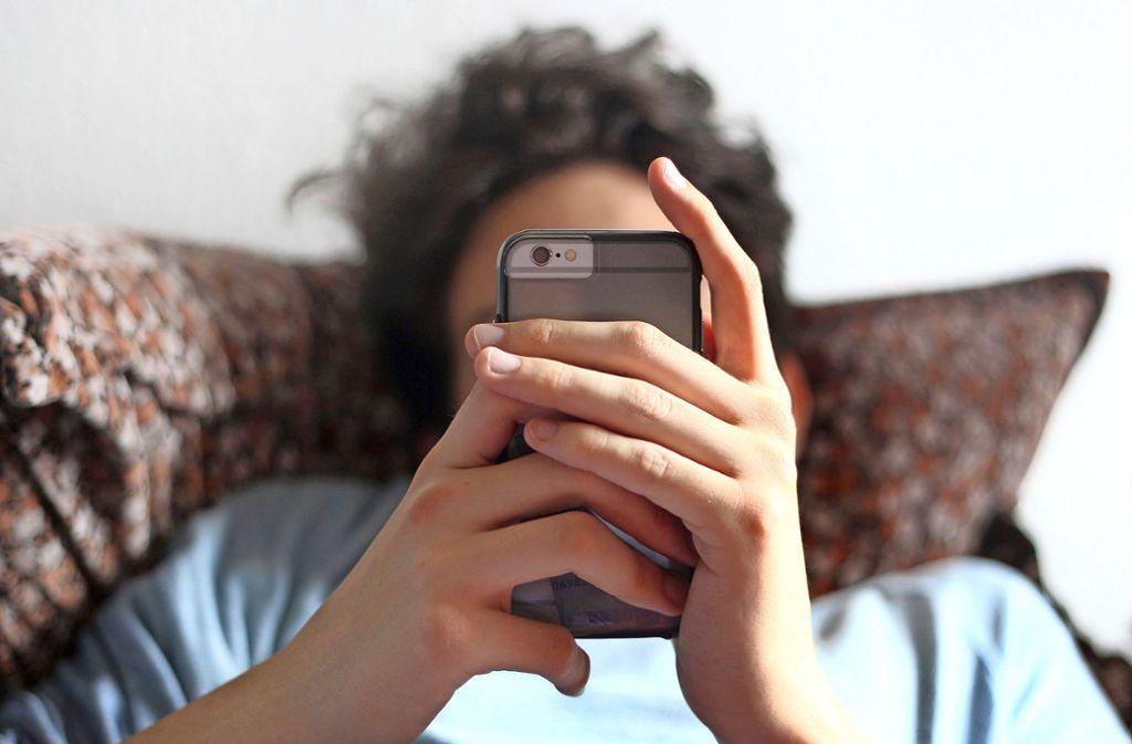 Das Smartphone ist für viele Menschen mittlerweile wichtiger Lebensinhalt. Foto: dpa