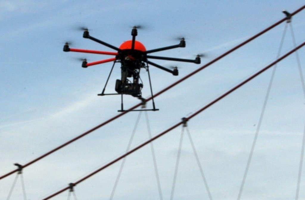 Drohnen kommen mittlerweile in vielen Bereichen zum Einsatz zum Beispiel beim Militär, für Filmaufnahmen oder als Transportmittel. Foto: dpa