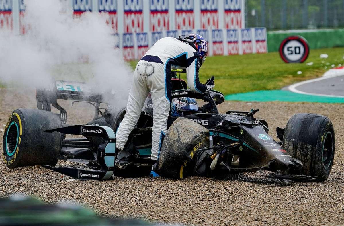 Nach dem Crash zwischen Bottas und Russell musste das Rennen unterbrochen werden. Foto: dpa/Hasan Bratic