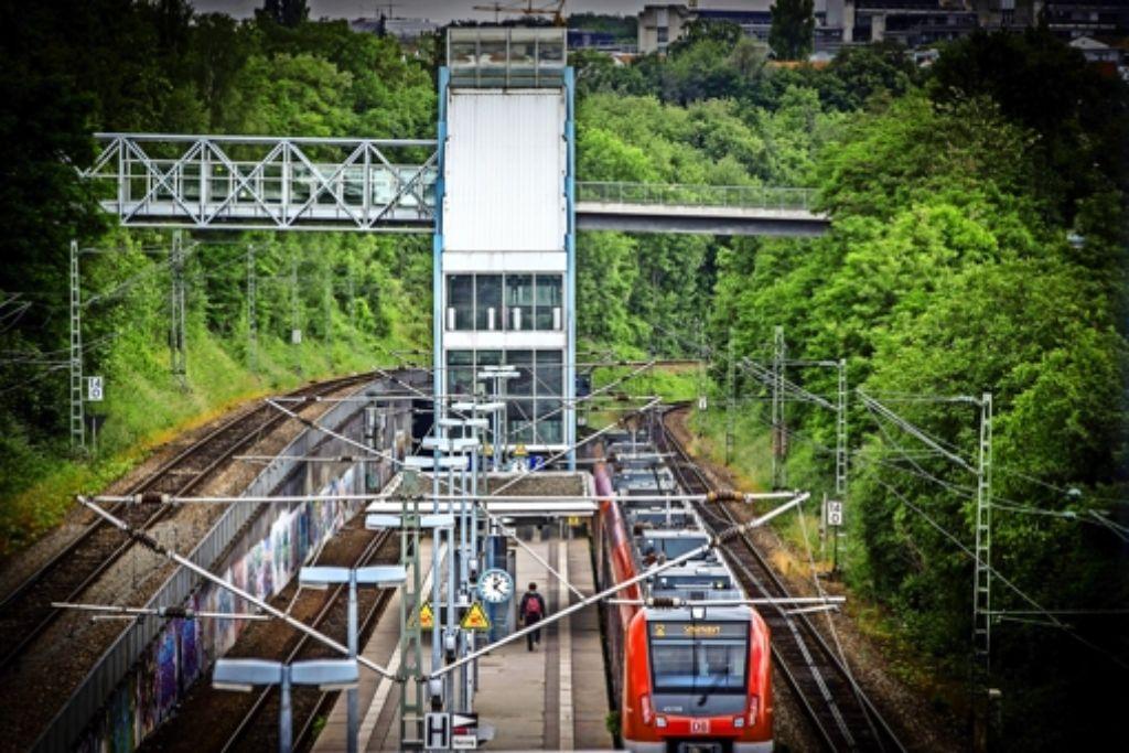 Die Aufzugsanlage am Vaihinger Halt Österfeld hat der Bahn und ihren Kunden immer wieder Verdruss bereitet. Foto: Achim Zweygarth