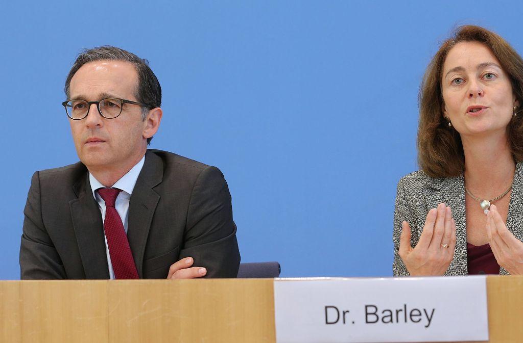 Bundesjustizminister Heiko Maas und die neue Bundesfamilienministerin Katarina Barley am MOntag bei der Vorstellung der Bilanz. Foto: dpa