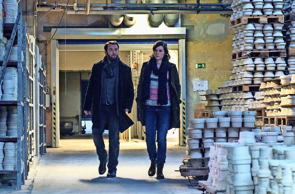 Achtung, zerbrechlich! Dorn (Nora Tschirner) und Lessing (Christian Ulmen) ind der Porzellanmanufaktur. Foto: MDR/Anke Neugebauer