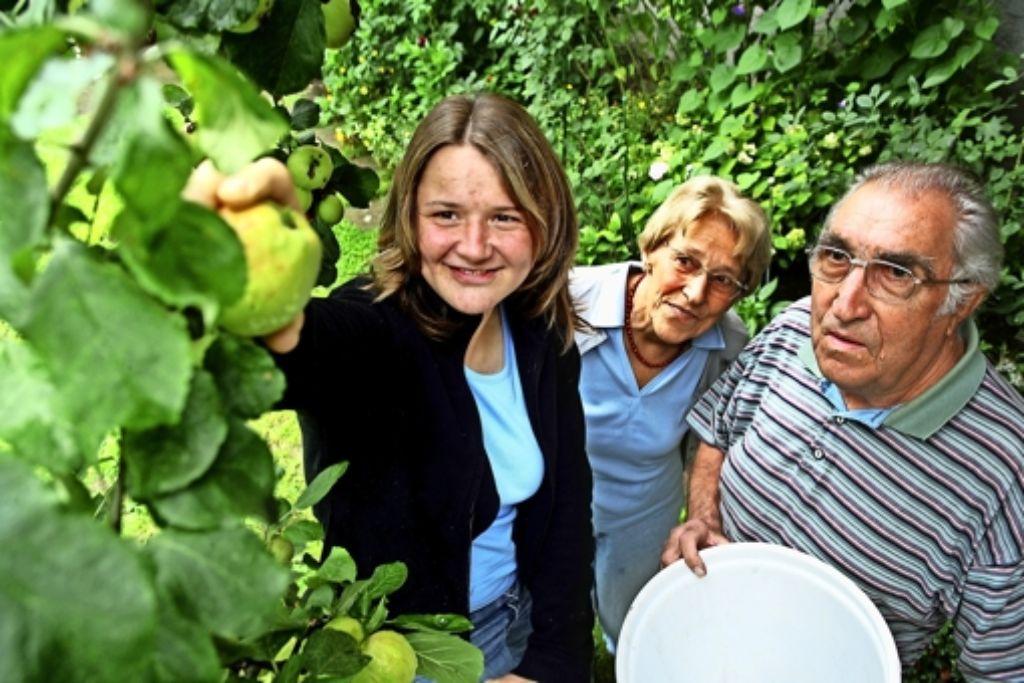 Melanie Winterott (links) war im Jahr 2006 die erste Mitbewohnerin von Anneliese und Robert Eckhardt. Foto: Archiv Achim Zweygarth