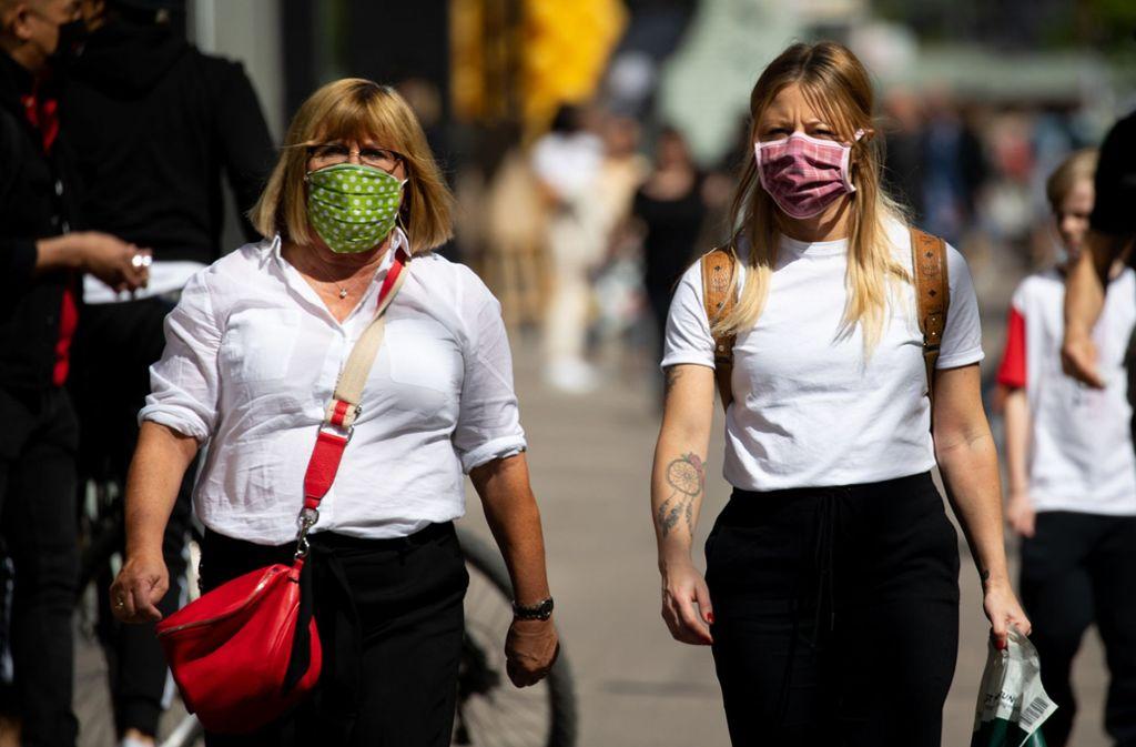 Über den Nutzen von Mundschutz wird seit Wochen viel diskutiert. Wissenschaftler versuchen in Studien, mehr über den Effekt von Mund-Nase-Schutz herauszufinden. Foto: dpa/Christian Charisius