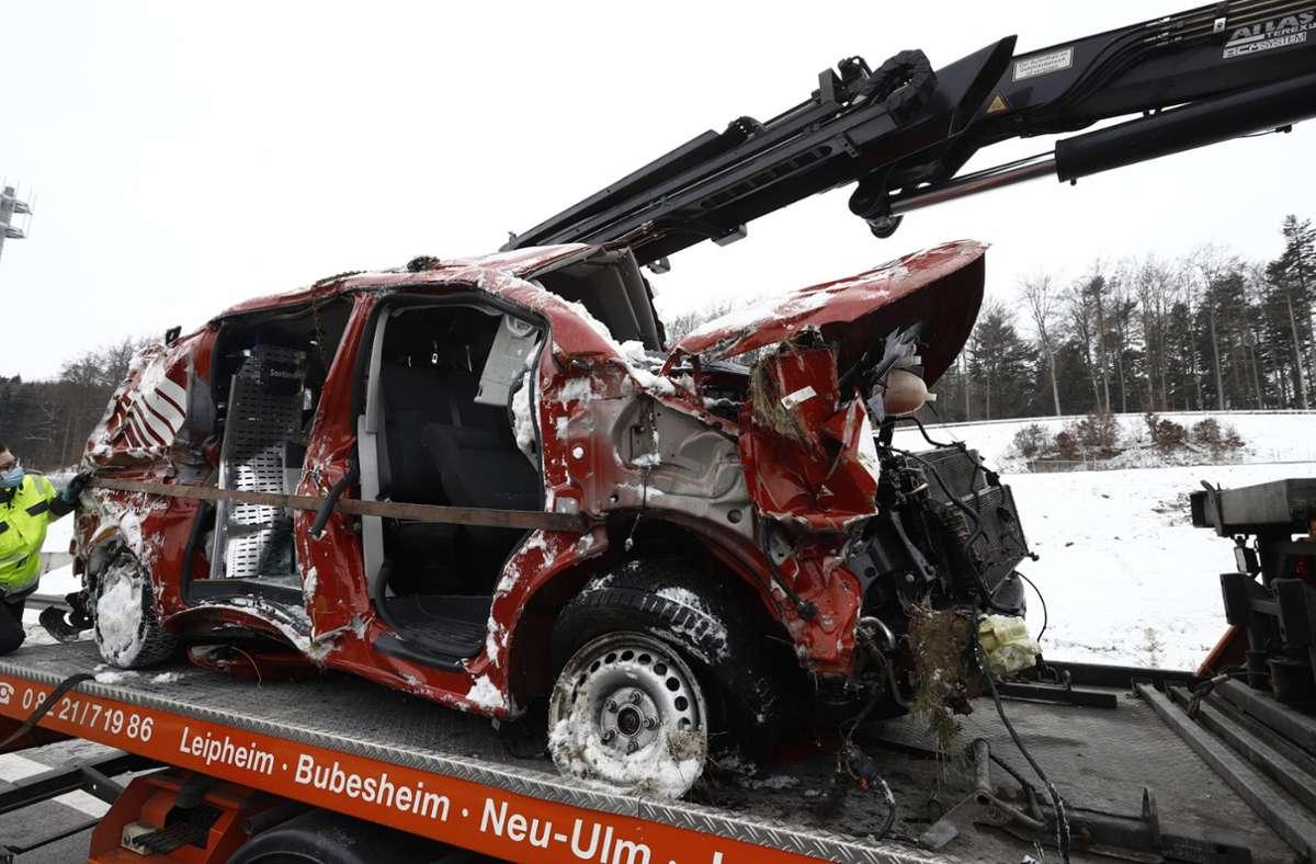 Der Fahrer eines Kleintransporters ist bei einem Unfall auf der A8 in der Nähe von Ulm ums Leben gekommen. Foto: 7aktuell.de/Simon Adomat