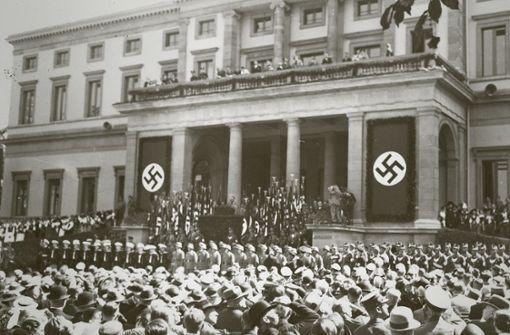 Lustige Maskerade für Hitlers Besuch