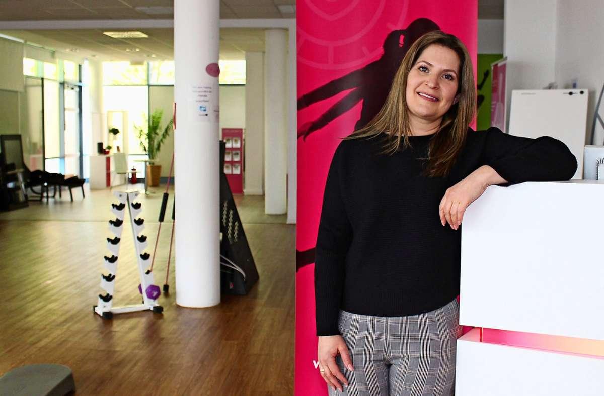 Anja Dinkelacker betreibt Fitnessstudios in Heumaden und Bonlanden. Wegen Corona darf sie nicht öffnen –  dafür hat die Kemnaterin wenig Verständnis Foto: Caroline Holowiecki