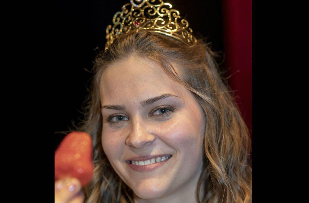 Die 20-jährige Anne Obrecht ist Baden-Württembergs erste Erdbeerkönigin. Foto: dpa