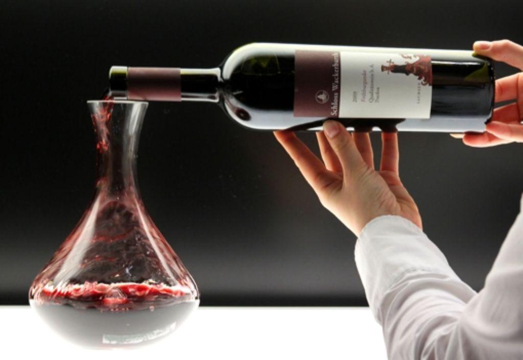 """""""Wohlauf noch getrunken den funkelnden Wein.."""" – wir suchen den Dichter dieser Zeilen. Foto: dpa"""