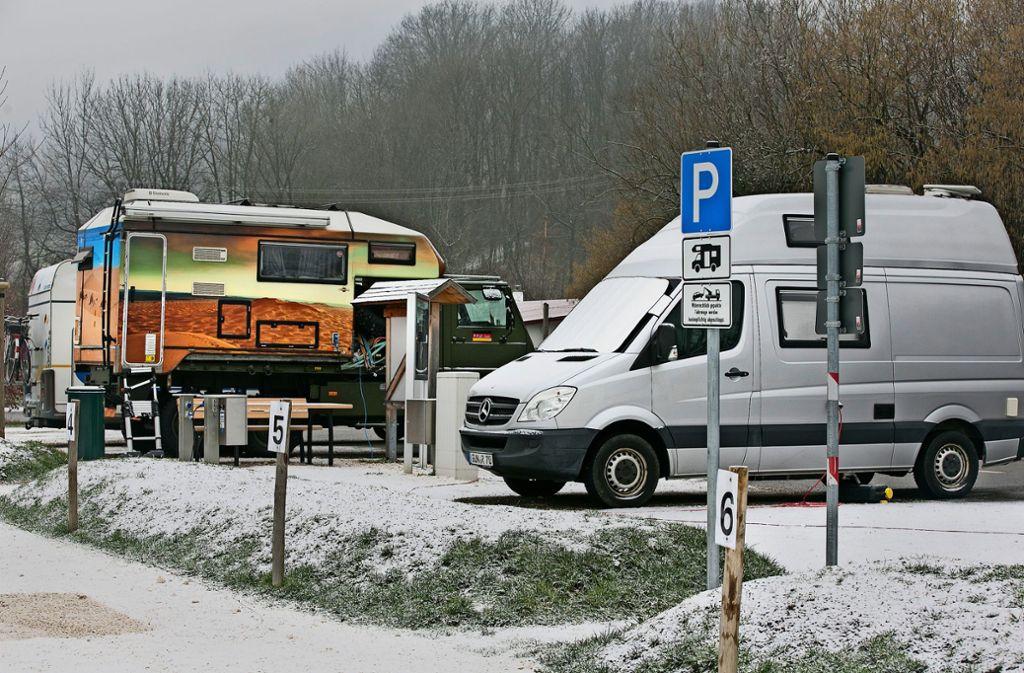 Winterfest: Der Wohnmobilstellplatz am Neuffener Schützenhaus ist selbst in der kalten Jahreszeit  gut belegt. Foto: Horst Rudel