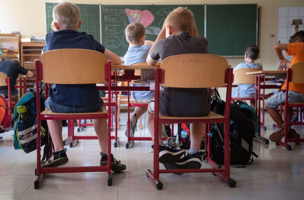 Kinder sollen auch ohne Deutsch-Kenntnisse früh in der Grundschule gefördert werden, sagt Kultusministerin Susanne Eisenmann. Foto: dpa