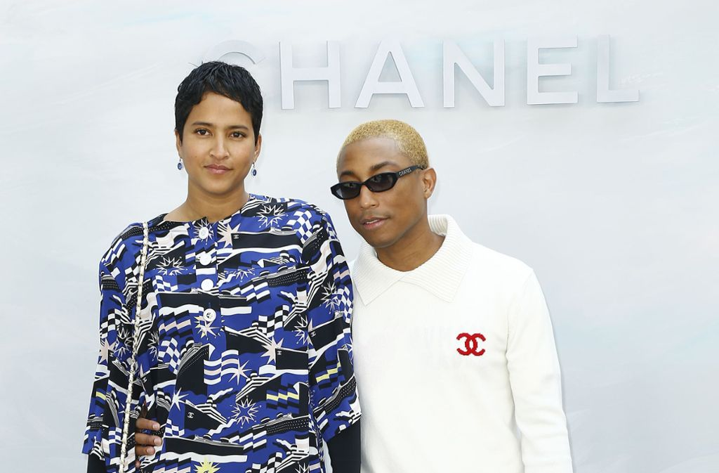 Pharrell Williams und seine Frau Helen Lasichanh bei der Chanel Haute Couture Herbst-Winter-Schau 2018/19 im Pariser Grand Palais. Foto: Getty Images