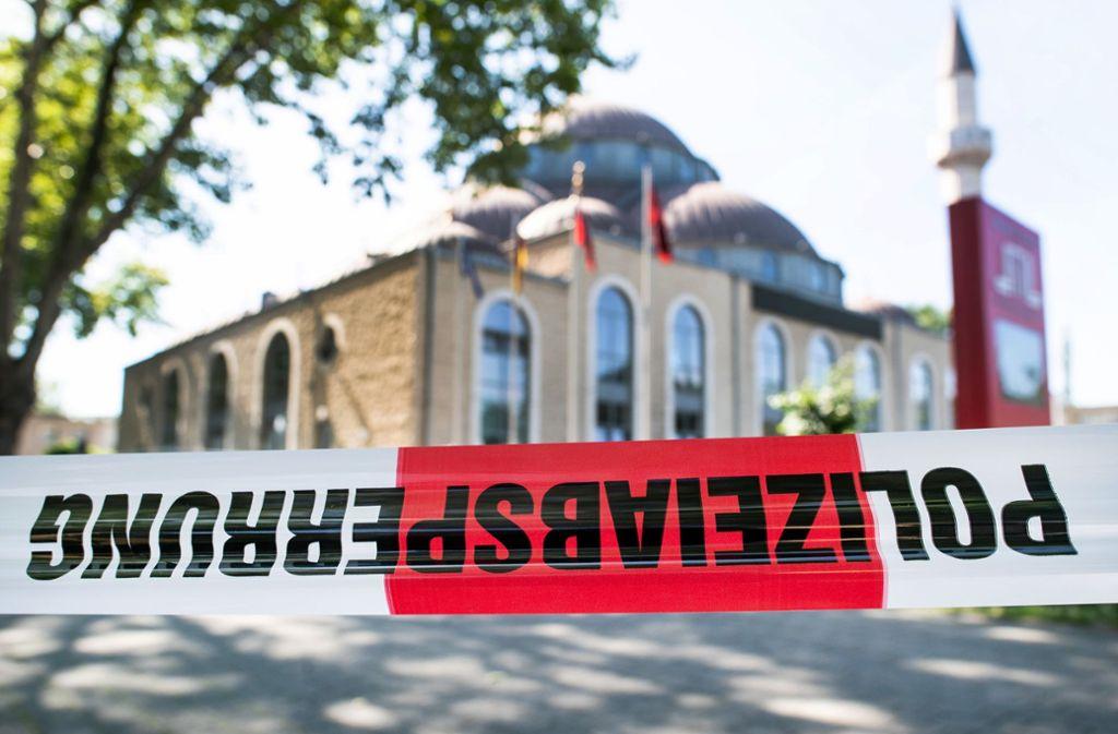 Die Merkez-Moschee  in Duisburg wurde nach einer Bombendrohung am Montag geräumt. Foto: dpa