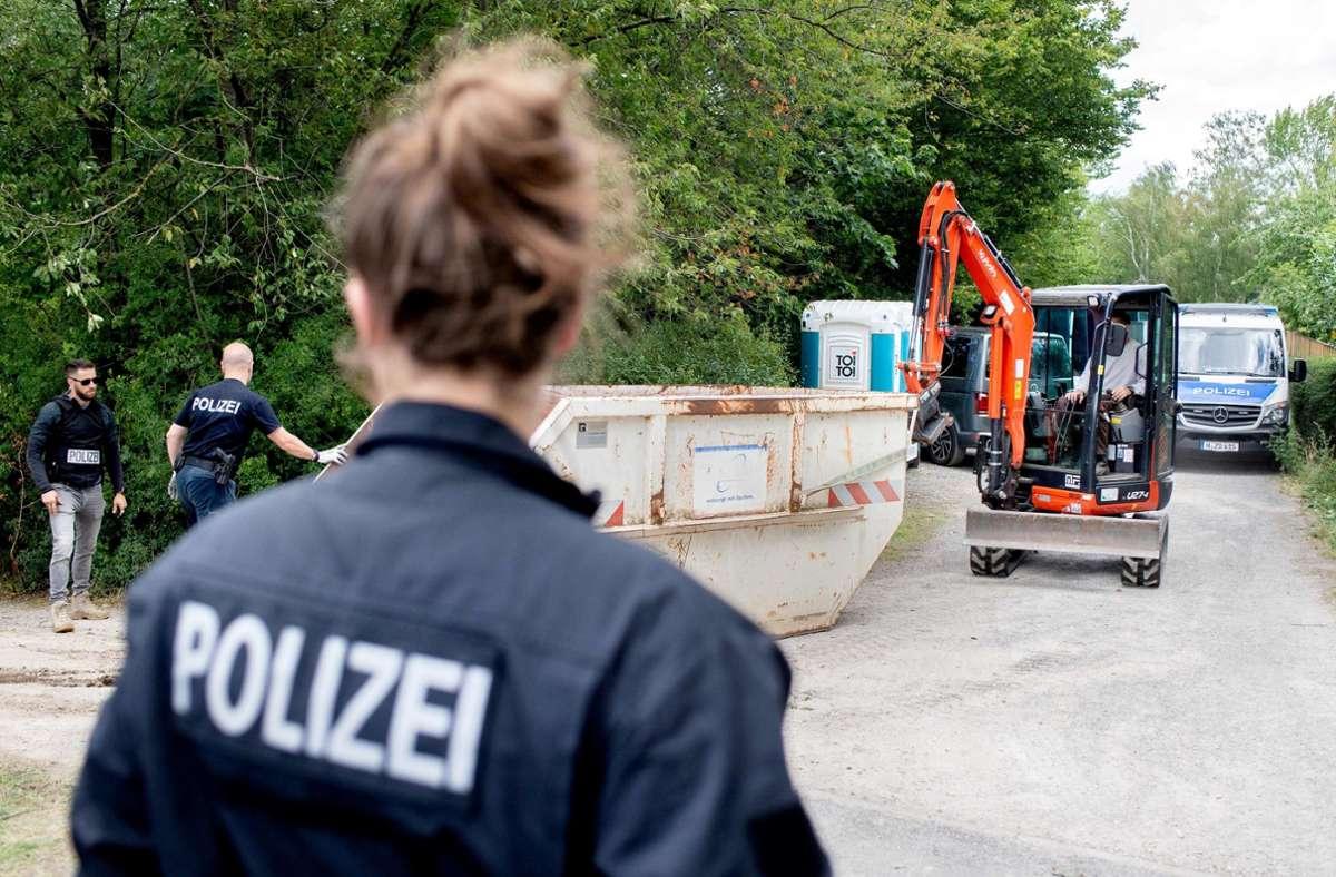 Im Fall der verschwundenen Maddie führen die Spuren nach Deutschland: Auch auf einem Grundstück in Hannover haben die Ermittler Beweise gesucht. Foto: AFP/Hauke-Christian Dittrich