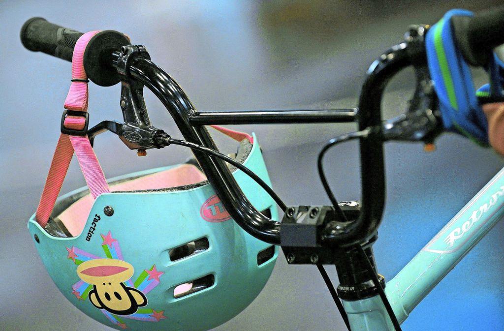 In Stuttgart-Degerloch ist junger Fahrradfahrer angefahren worden (Symbolfoto). Foto: dpa