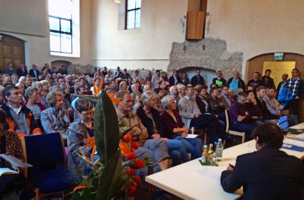 Volles Haus: Die Weiler wollen wissen, was mit ihrer Stadt geschieht. Foto: Mader