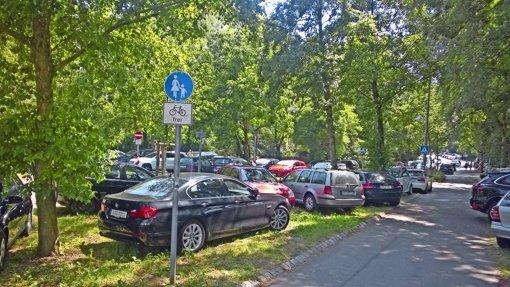 Kampf um die Freibadparkplätze