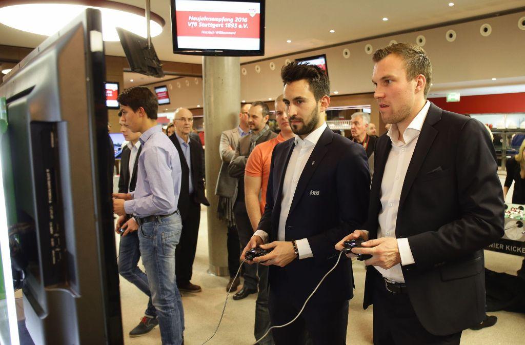 Kevin Großkreutz (rechts) und Lukas Rupp spielten gemeinsam beim VfB Stuttgart, aus Kollegen sind in dieser Zeit Freunde geworden. Foto: Pressefoto Baumann