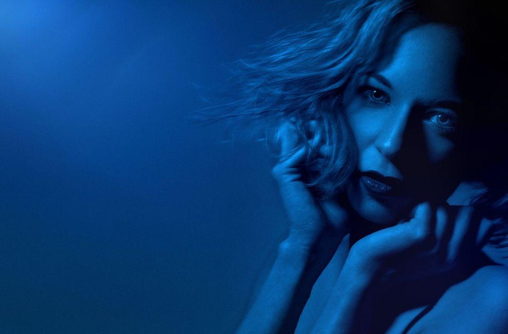 Ganz in Blau: Victoria Wahl modelt, schriebt und geht gerne aus. Foto: Victoria Wahl
