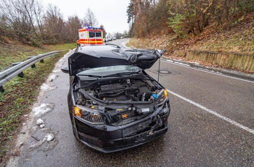 Fahranfänger kracht in Auto, Frau verletzt sich