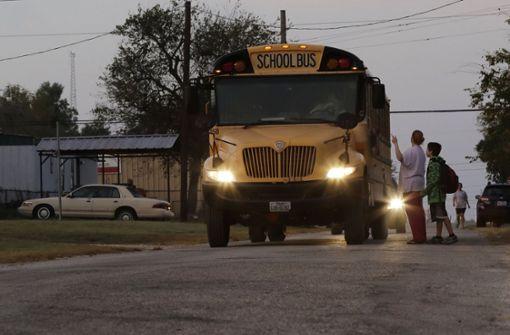 Busfahrerin rettet 34 Kinder aus brennendem Schulbus