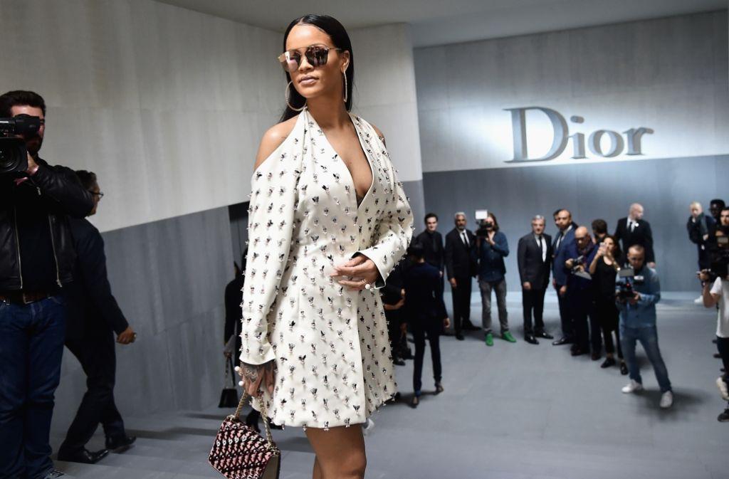 Sängerin Rihanna stellte bei der Fashion Week in Paris eine eigene Kollektion für Fenty und Puma vor, zur Dior-Show erschien sie aber als Zuschauerin. Foto: Getty