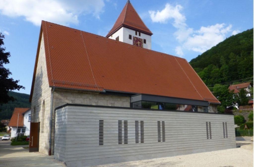 Statt sich behutsam auf die Vergangenheit zurückzubesinnen, haben die Architekten Bauer und Behringer den Kirchenraum der katholischen Kirche Mariä Himmelfahrt in Geislingen-Eybach mutig vergrößert, findet die Jury. Foto: Landratsamt